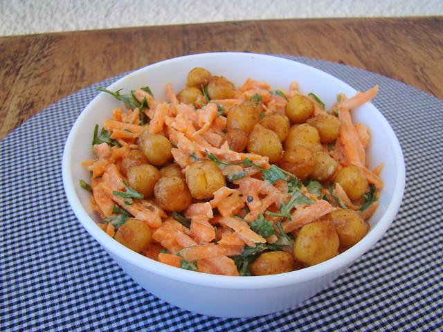 Salada de Cenoura, Grão-de-Bico e Tahine