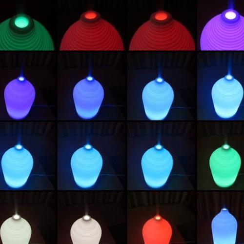 LEDの色が変わる、アロマディフューザー。