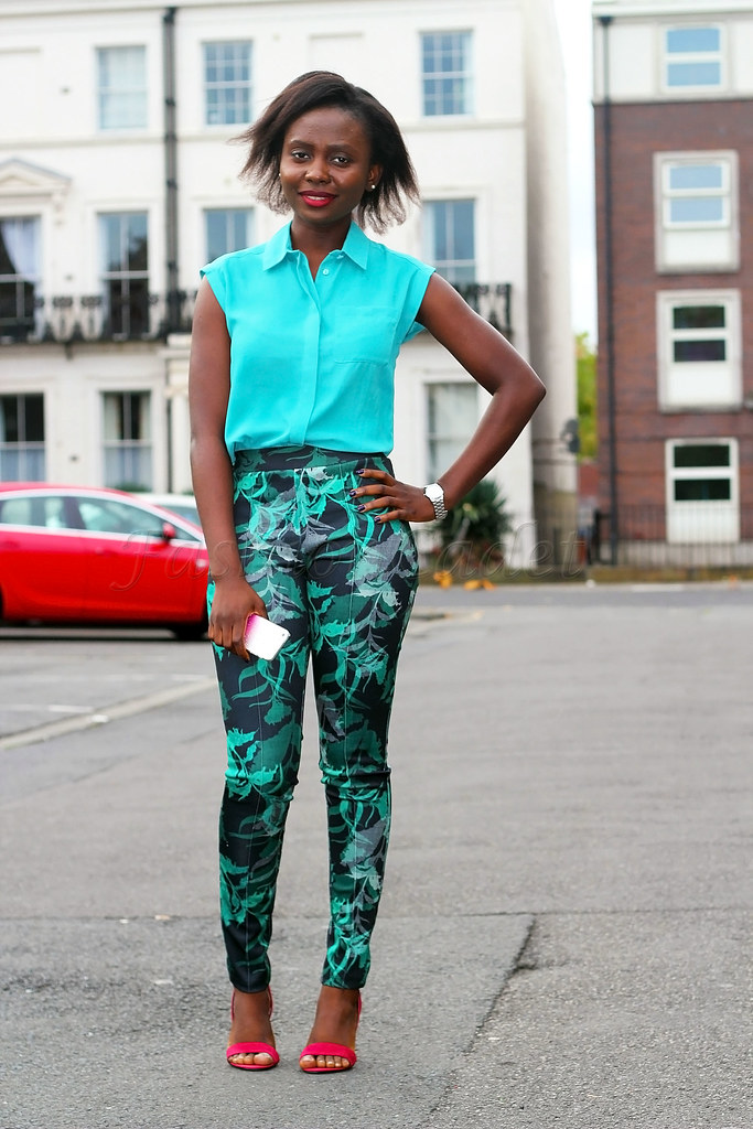 green-tropical-print-smart-casual-trousers-with-red-strappy-heels,tropical print trousers, tropical print slacks, tropical print pants, sleeveless turquoise blouse, turquoise sleeveless blouse, slacks, trousers, smart trousers, printed trousers, smart pants, printed pants, how to style tropical print trousers