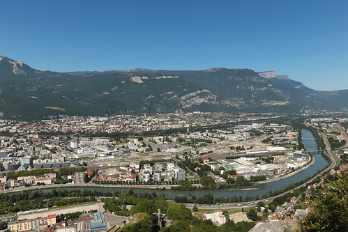 france june grenoble river europe view radiation valley fold peninsula viewpoint vercors pointdevue fleuve foothill sassenage massif vallée 2015 isère esrf mountainridge rhônealpes meteorry presquîle massifduvercors businessarea ledrac polygonescientifique grenoblealpesmétropole auvergnerhônealpes plidesassenage ladentduluop
