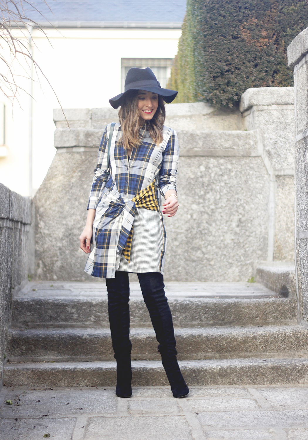 Tartan shirt dress zara over the knee boots mango hat green bag outfit fashion06
