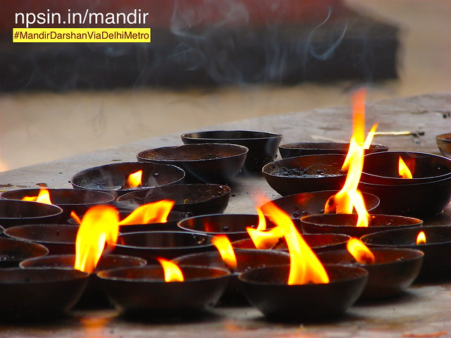 Burning mastered oil diya, devotees offer these lights to Shri Shani Maharaj on every Saturday under Peepal Tree.