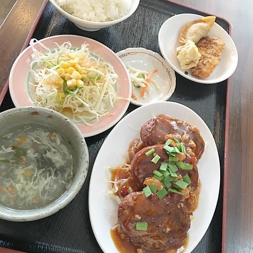 台湾風ハンバーグ定食?なるものをオーダー!! 肉団子の巨大版的なテイスト、これはコレでヨシ #japan #japanese #japaneselunch #lunch