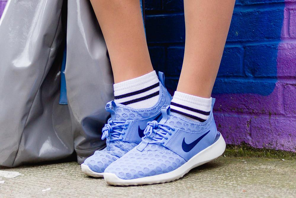 netting nike juvenate sneakers with stripe socks light