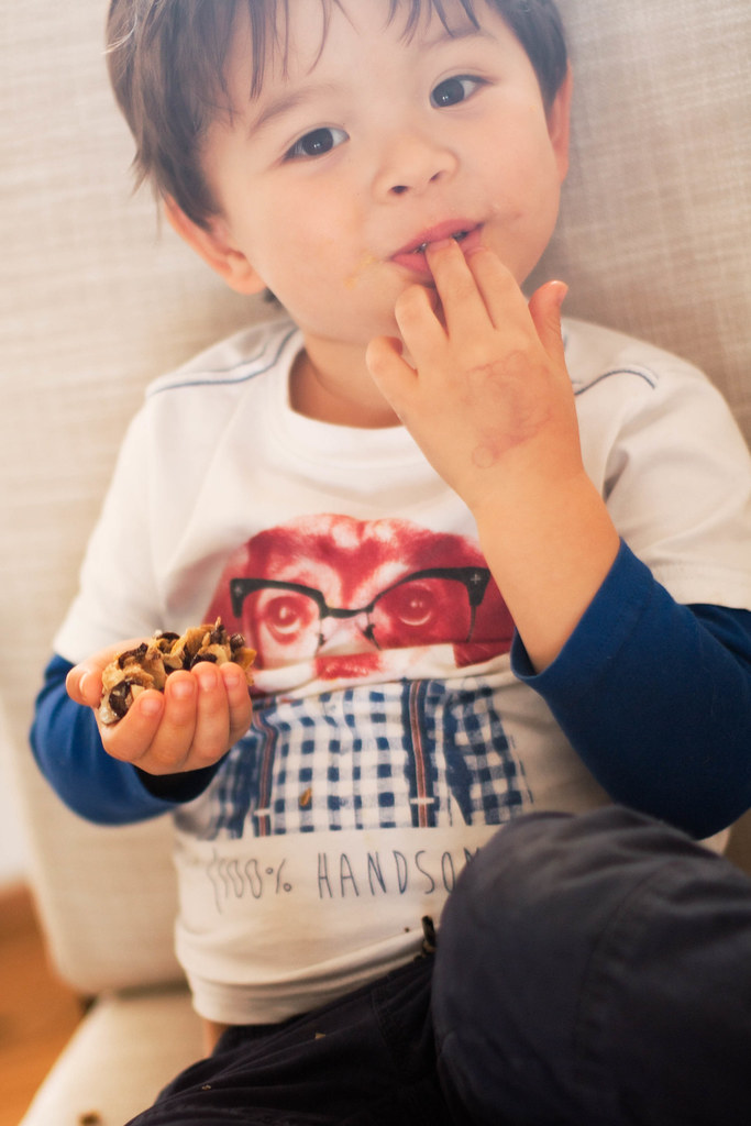 cute & little blog | chocolate oat granola bars recipe | family toddler friendly easy snack breakfast