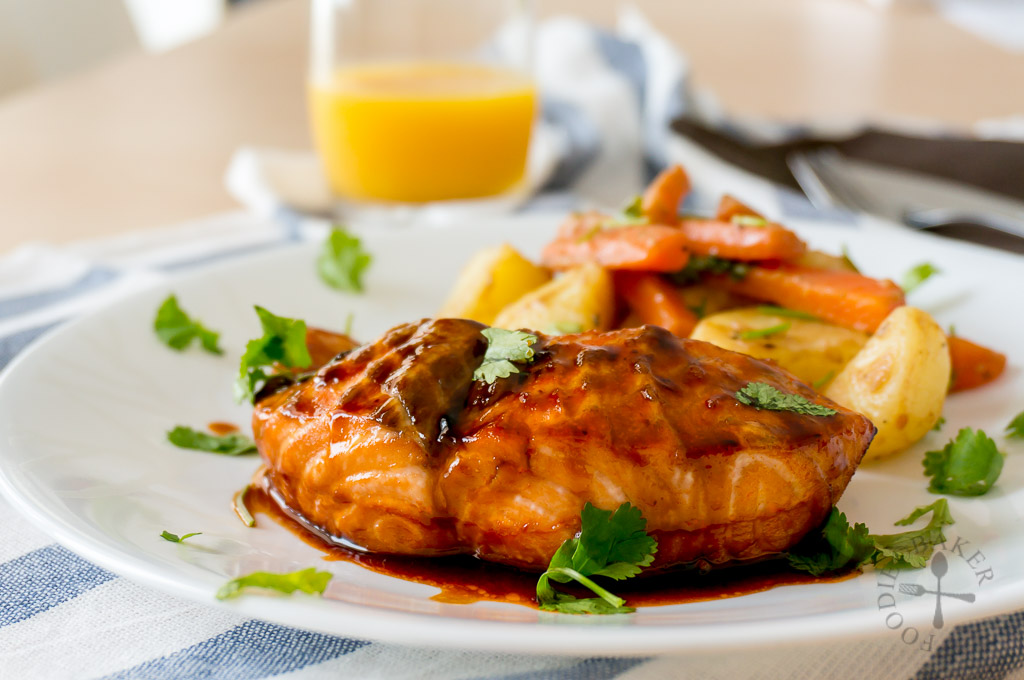Baked Honey-Sriracha Salmon