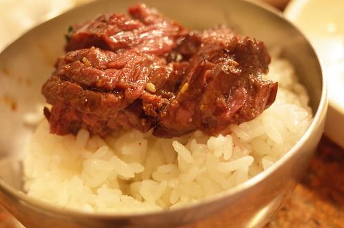 grilled BBQ beef on the rice ダイヤモンドカットハラミ