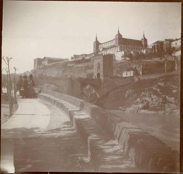 Comienzo del Paseo de la Rosa y Puente de Alcántara en 1906. Anónimo francés.