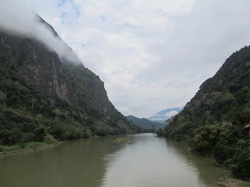 Nong Khiaw: la rivière Nam Ou et ses falaises (le matin)