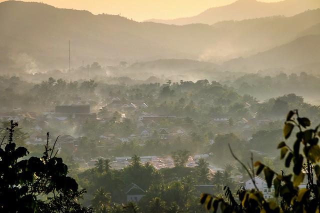 Misty view of Luang Prabang before sunset, Laos ルアンパバーン、日没前の霧がかかった町並み