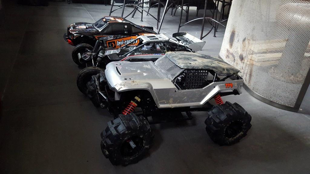 Fo-xx Ve +Scorpion XXL ve + Apache SC HPI 24161470380_08500d4f27_b