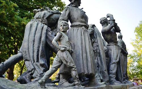 desktop monument bronze serbia balkans statuary wwiimemorial 1950 heroic featured kraljevo spomenik dolinar monumentalart 194144 centralserbia triumphsofsocialism strugglesoftheyugoslavianpeople ulicadimitrijatucovica