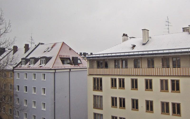 Goldengelchen-Winter in München-Schneeausblick vom Hotelzimmer aus