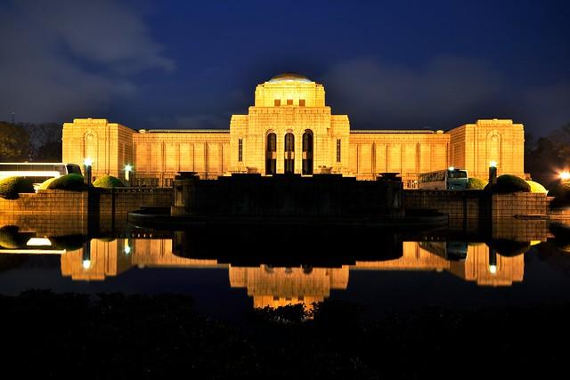 聖徳記念絵画館の夜景2