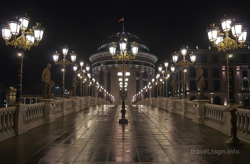 【写真】東欧周遊 : スコピエ・市街地(夜)