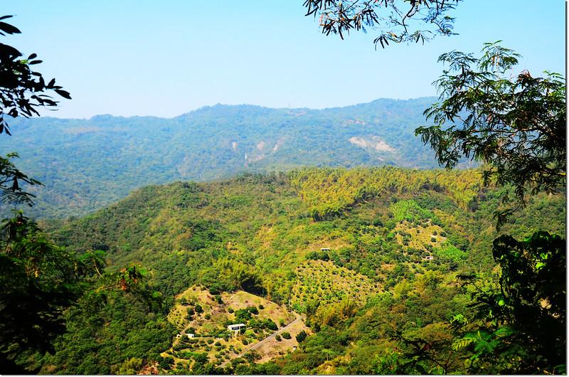 金瓜寮山山頂西眺烏山稜線