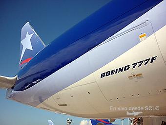 LAN Cargo B777F N774LA detail and tail (RD)