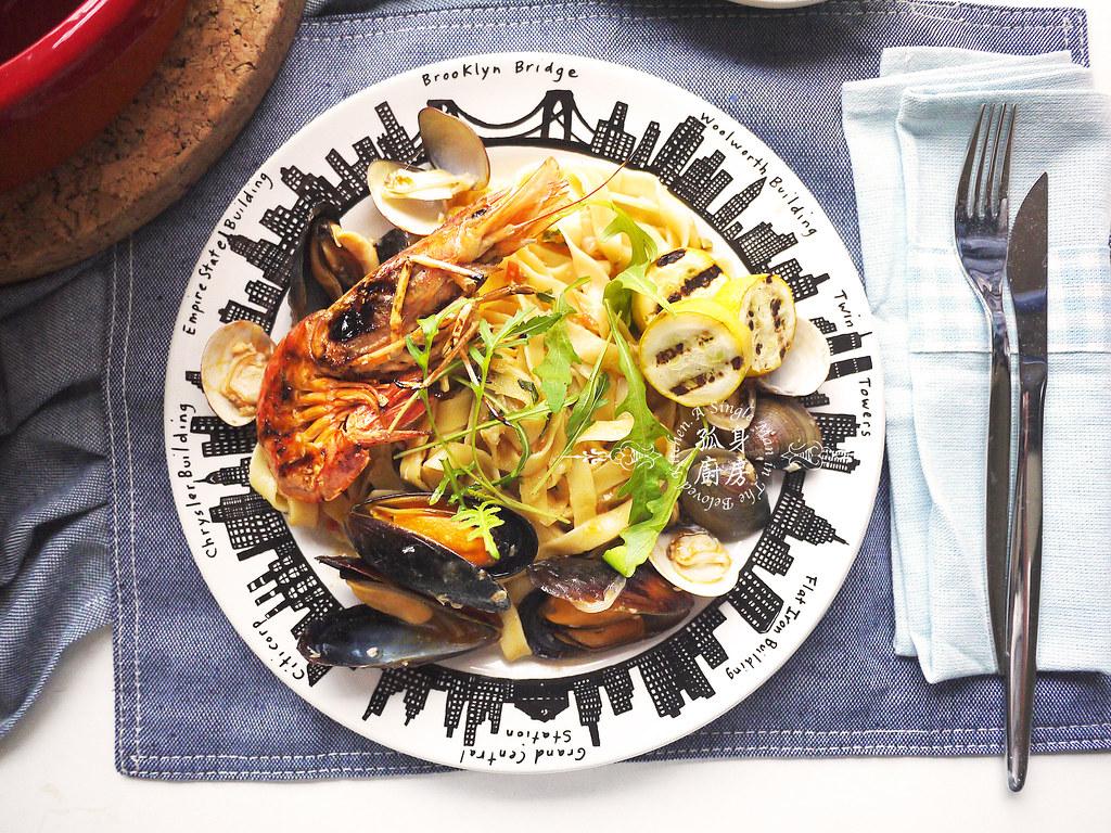 孤身廚房-寶迪鍋一鍋到底茄汁綜合貝類義大利麵佐烤天使紅蝦與櫛瓜30