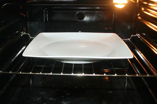 32 - Teller im Ofen vorheizen / Preheat dish in oven