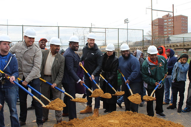 Philadelphia Water joined other City partners and Philadelphia Eagles linebacker Connor Barwin in breaking ground on a Smith Recreation Center makeover that includes extensive green stormwater infrastructure. Click to see photos from the event.