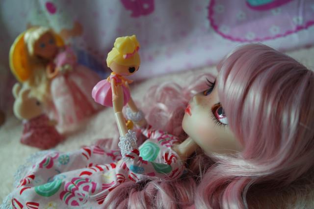 Blondine sur l'écurie merveilleuse, ou le pouvoir de la couleur des jouets... - Page 2 24166599514_b227d6fbf5_z