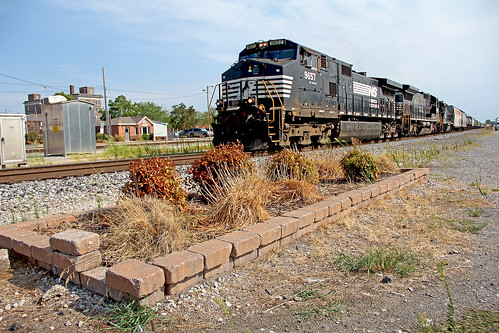 norfolksouthern norfolksoutherntrains amtrakstations ns9657 nsinillinois norfolksoutherninillinois centraliallinois