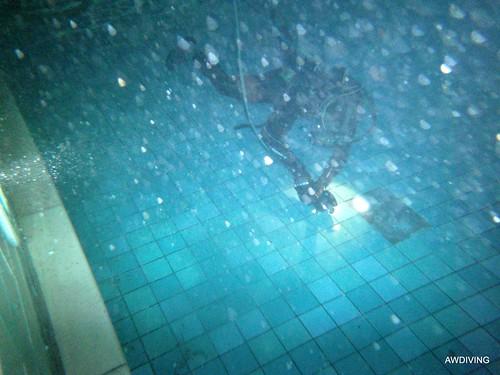 Zwembadtegel reparatie