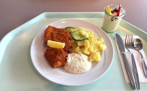 Baked redfish filet with remoulade & potato gherkin salad / Gebackenes Rotbarschfilet mit Remoulade & Kartoffel-Gurkensalat