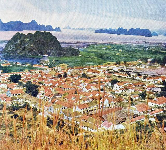 North Vietnam 1959 - Photo by Rév Miklós - Thị xã Cẩm Phả