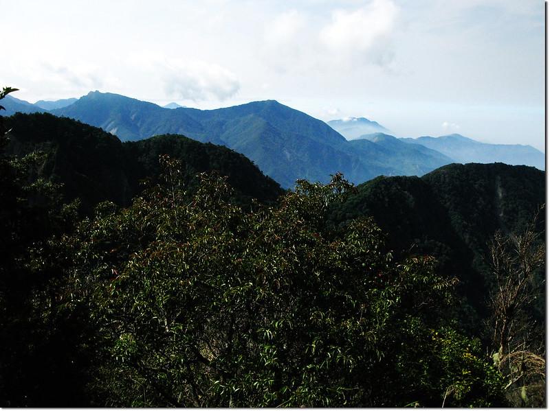 斯拉巴庫山頂南眺石山、溪南山 2