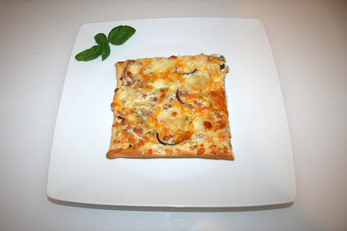 24 - Ramson bacon pizza - Served / Bärlauch-Schinken-Pizza - Serviert