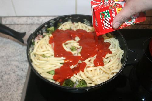 26 - Passierte Tomaten hinzufügen / Add sieved tomatoes