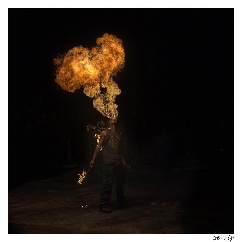 jongleurs et cracheurs de feu 24251633439_02b16c84fb_o
