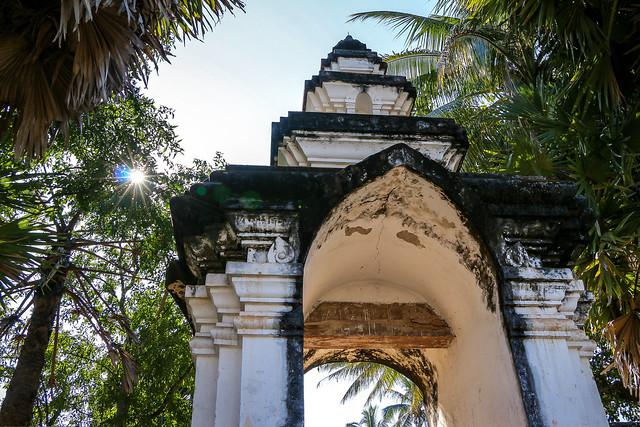 Gate of Wat Visounarath, Luang Prabang, Laos ルアンパバーン、ワット・ビスンナラートの門