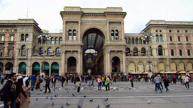 Il Mercato Del Duomo Milano - External day view of Galleria Vittorio Emanuele II