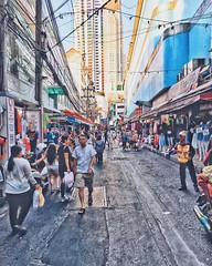 B A N G K O K #streetphotography #bkk #bangkok #thailand #amazingthailand #cityscape #wanderlust #cityscape #busy #iphone6sphotography #iphone6s