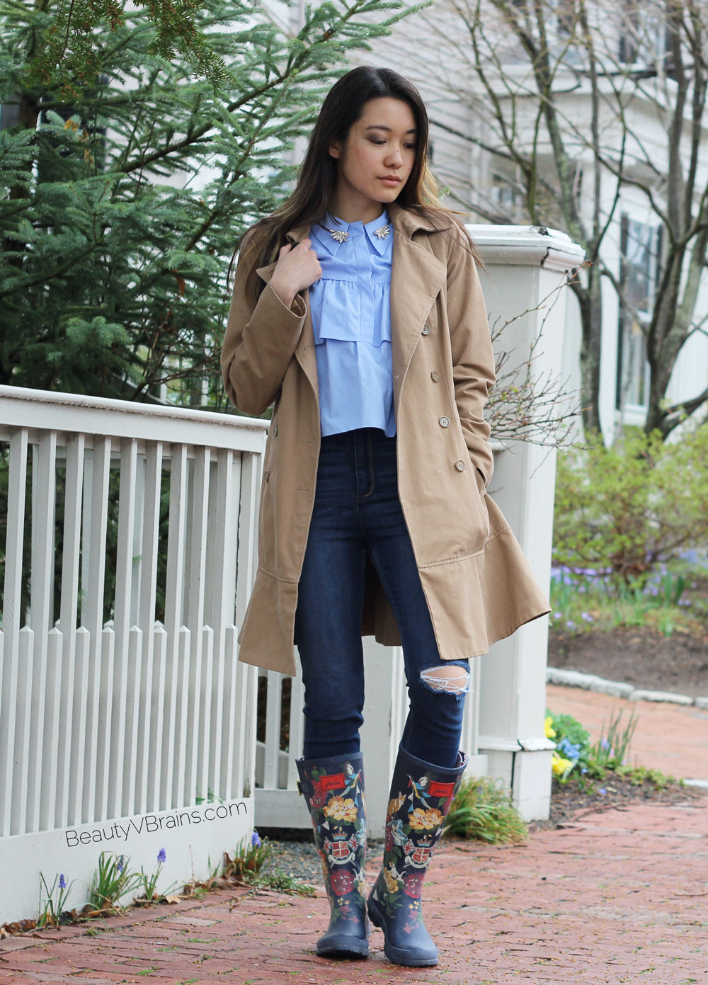 Trench coat ripped jeans and navy Joules floral rain boots