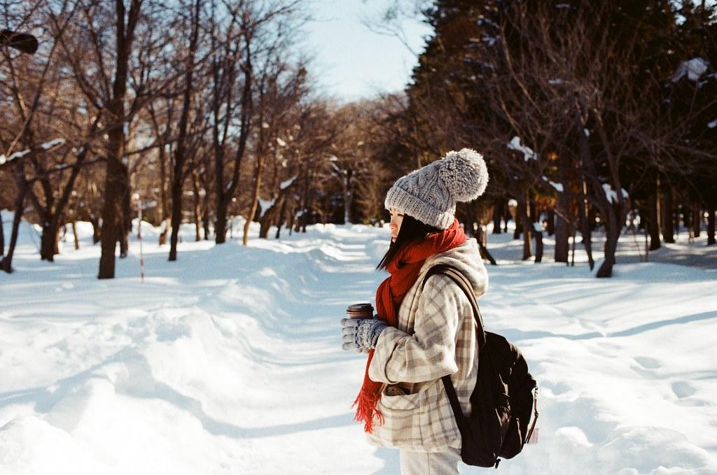 北海道神宮 Japan / Kodak ColorPlus / Nikon FM2 這是冬天版的 Chaz,標準冬天禦寒裝備,那時候我只穿台北寒流版的衣服,很冷!  好像每半年上來一次,上次東日本流浪最後一站到札幌,這次是直接住在札幌。  但我不知道還有沒有下次。  Nikon FM2 Nikon AI AF Nikkor 35mm F/2D Kodak ColorPlus ISO200 8265-0011 2016/02/01 Photo by Toomore