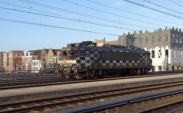 Amersfoort Koppelpoort, HSL logistics 1832 losse loc blokjes racevlag