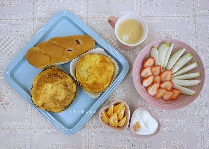 15 統一麵包 植元共生技術 菠蘿奶酥麵包、蔓越苺乳酪麵包、椰香奶酥麵包