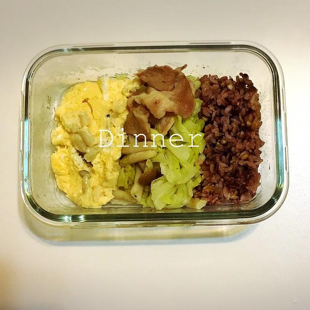便當:鮮菇炒蛋,豬肉炒高麗菜,十穀米