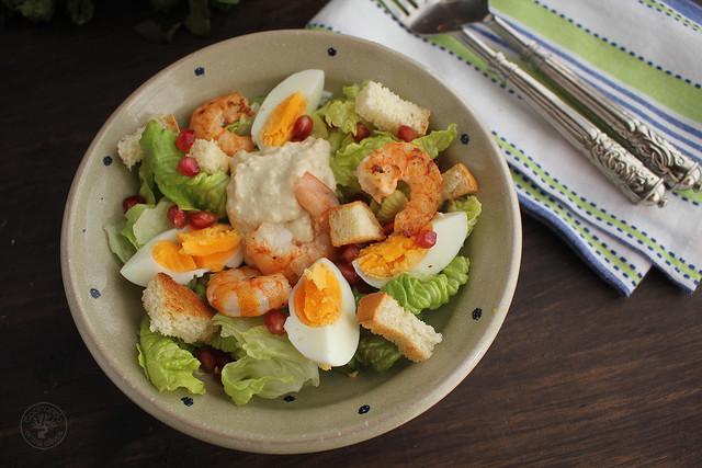 Ensalada Cesar con langostinos www.cocinandoentreolivos.com (2)