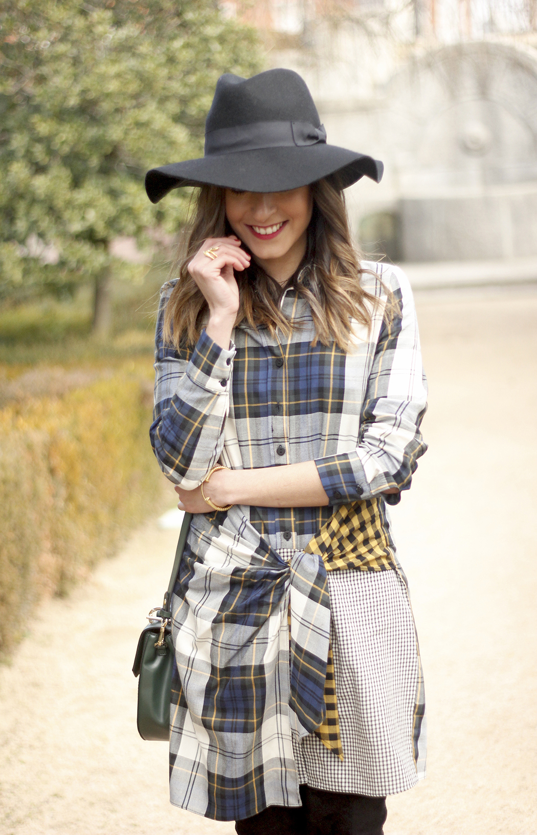Tartan shirt dress zara over the knee boots mango hat green bag outfit fashion16