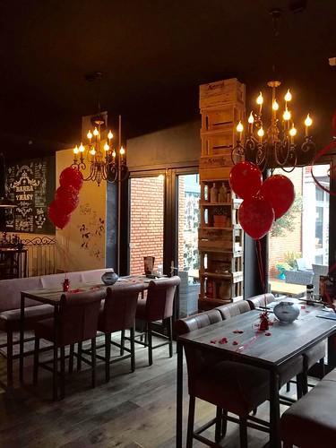 Tafeldecoratie 3ballonnen Valentijnsdag Bar y Mas Spijkenisse