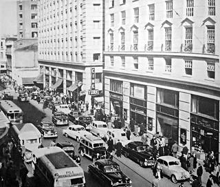 la calle ahumada entre Moneda y Agustinas en 1960 y el cine York  de Santiago  Jacques Cori