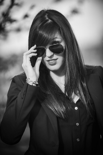 Nikon D700 : Nikkor 70 20 AFS VR F2.8 : Black and white woman portrait