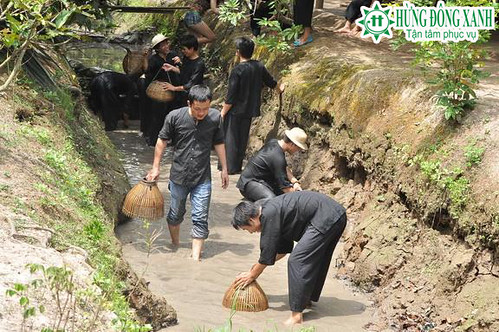 Tour Miền Tây 1 ngày: Tát mương bắt cá- khu du lịch Vinh Sang