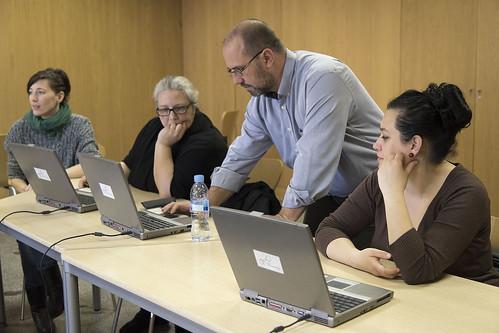Curso de iniciación al uso del ordenador e Internet. InnovadorasTIC. Mujeres gitanas Centro Socio Comunitario Casino de la Reina. Madrid