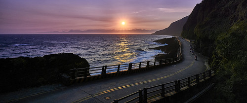 road sunset sea sun seascape green water landscape island photography exposure sony ngc wide taiwan wave wideangle 夕陽 geography 台灣 海 日落 f4 風景 township 6000 台東 taitung 綠島 海浪 10mm ilce ludao 廣角 環島公路 1018mm a6000 綠島鄉 馬蹄橋 夜幕 sel1018 ilce6000