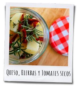 Snij de kaas in blokjes en doe deze samen met de kruiden, het pepertje en de zongedroogde tomaten in een glazen pot
